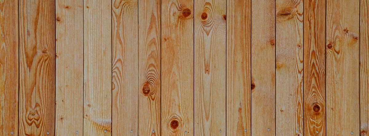 Textura de lamas de madera como friso en pared