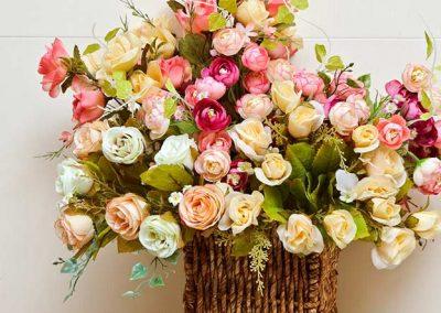 Composición de flores artificiales