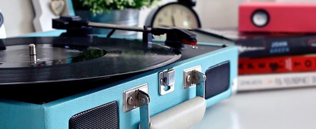 Tocadiscos y gramófonos antiguos: un plus en decoración vintage