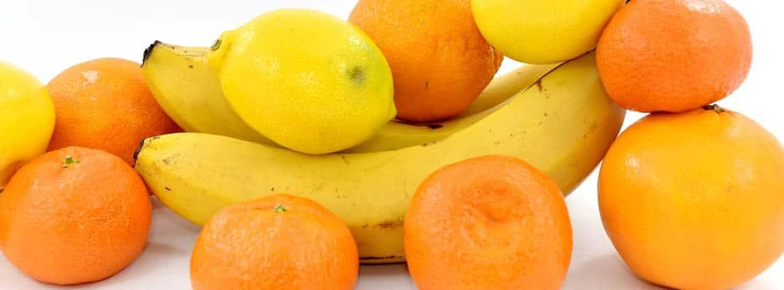 Plátanos, mandarinas y limones