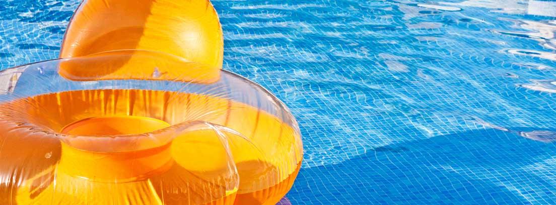 Sillón hinchable para la piscina