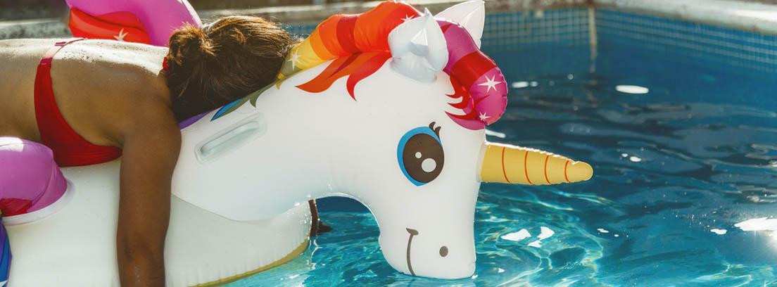 Flotador con forma de unicornio