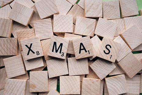 adornos de Navidad más originales con letras de madera