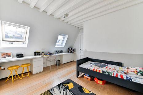 Dormitorio infantil con tonos en contraste