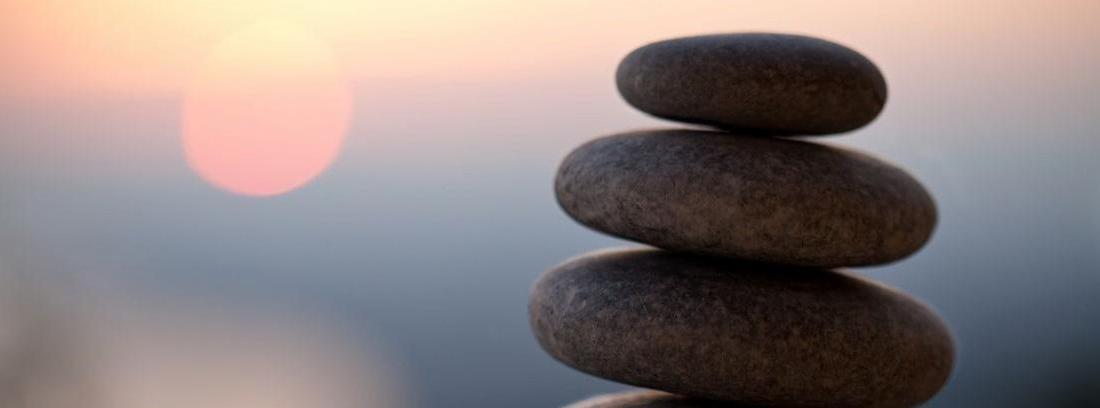 Dos piedras y velas zen