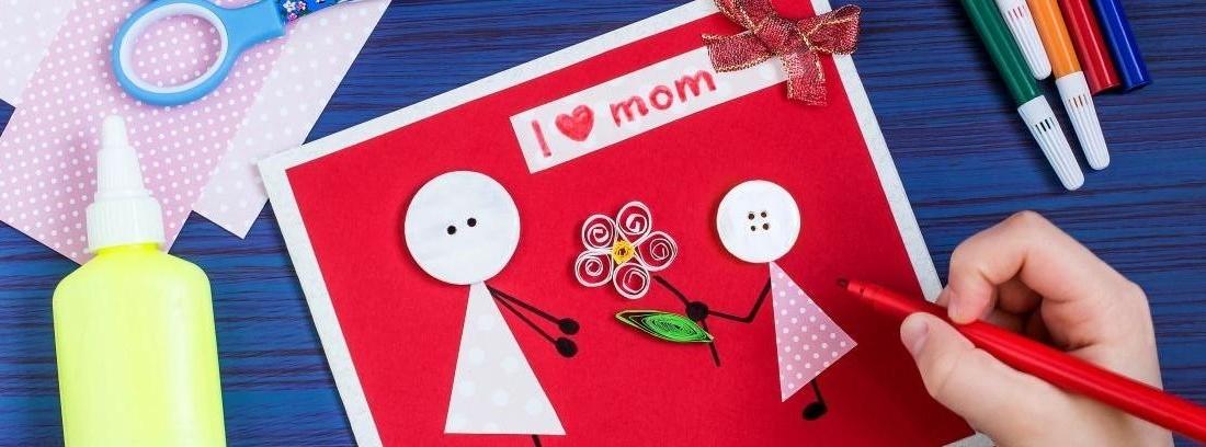 Mamá en letras de madera