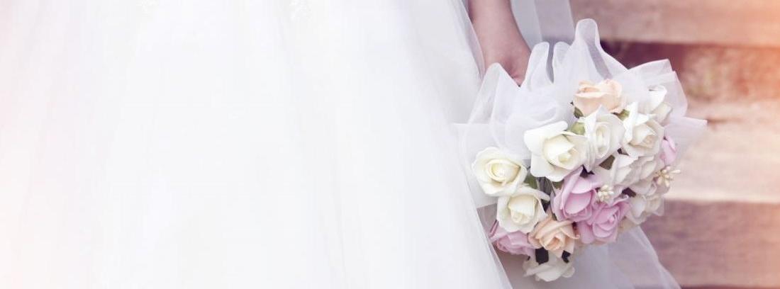 Bouquet para novia hecho con rosas blancas