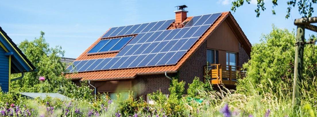 Calentar la casa con paneles solares t rmicos canalhogar - Casas con placas solares ...
