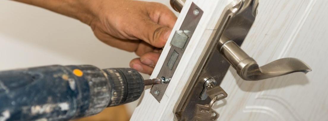 Cambiar la cerradura y bisagras de un armario