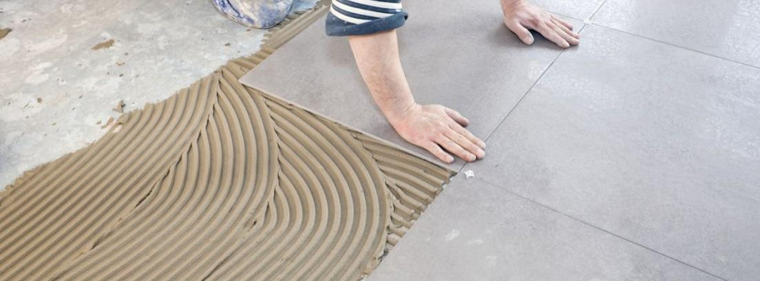 Colocar baldosas sobre un suelo de parqu canalhogar for Hormigon encerado sobre suelo de baldosas