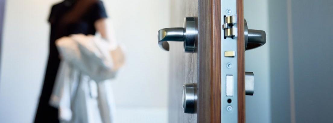 cómo abrir una puerta si no tenemos la llave