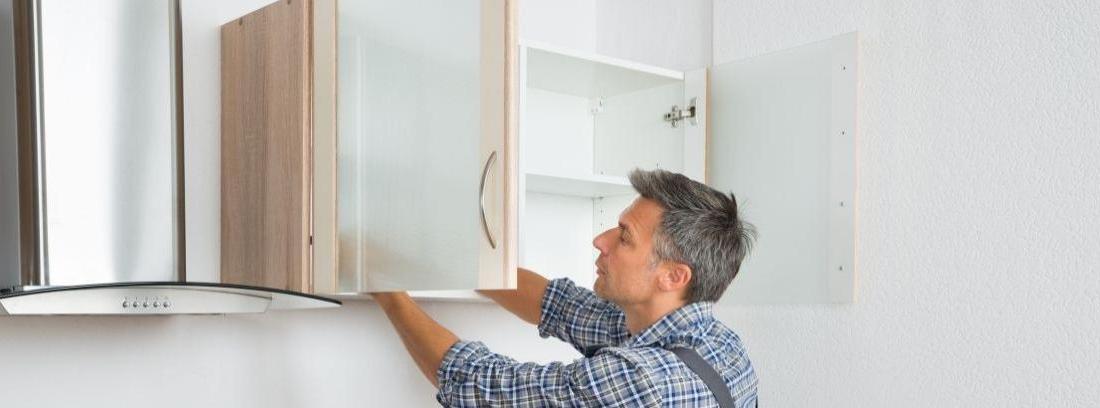 Cómo cambiar las puertas del armario
