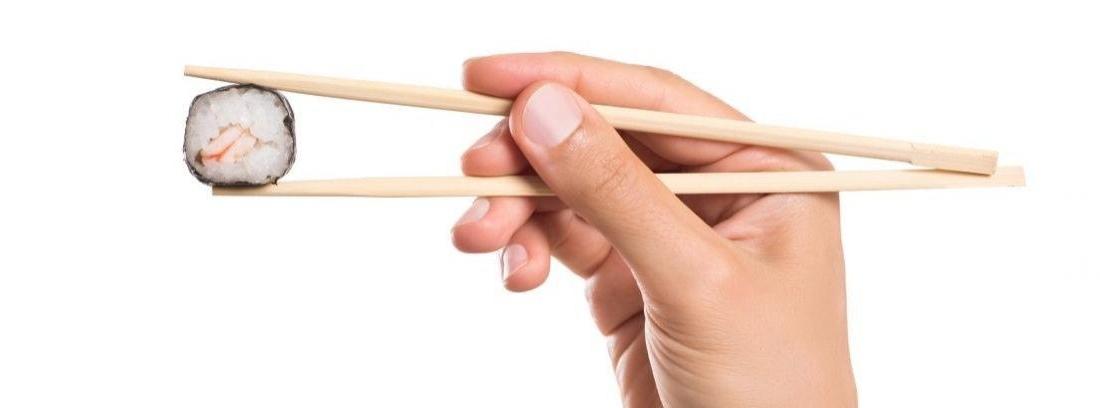 Comer con palillos chinos