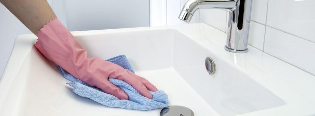 Cómo limpiar el baño - canalHOGAR