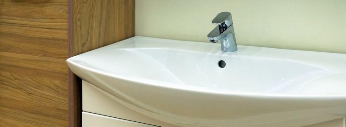 Cómo renovar las juntas de silicona de los baños