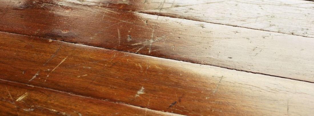 C mo reparar los ara azos en un suelo de madera canalhogar - Como poner un suelo de madera ...