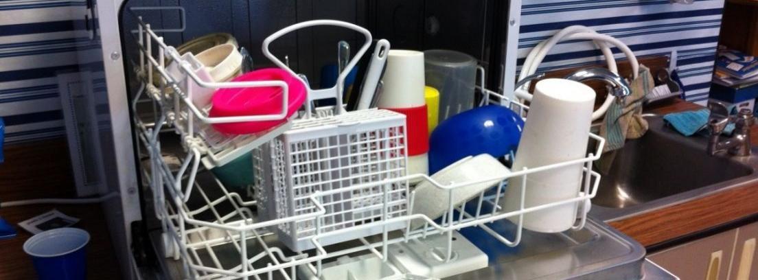 Eliminar los olores del lavavajillas