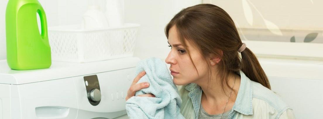 Trucos de limpieza para eliminar el moho de la ropa