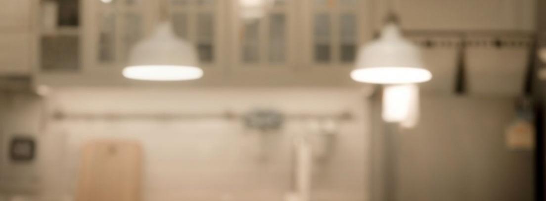 ¿Es útil poner luz sobre las encimeras de la cocina?