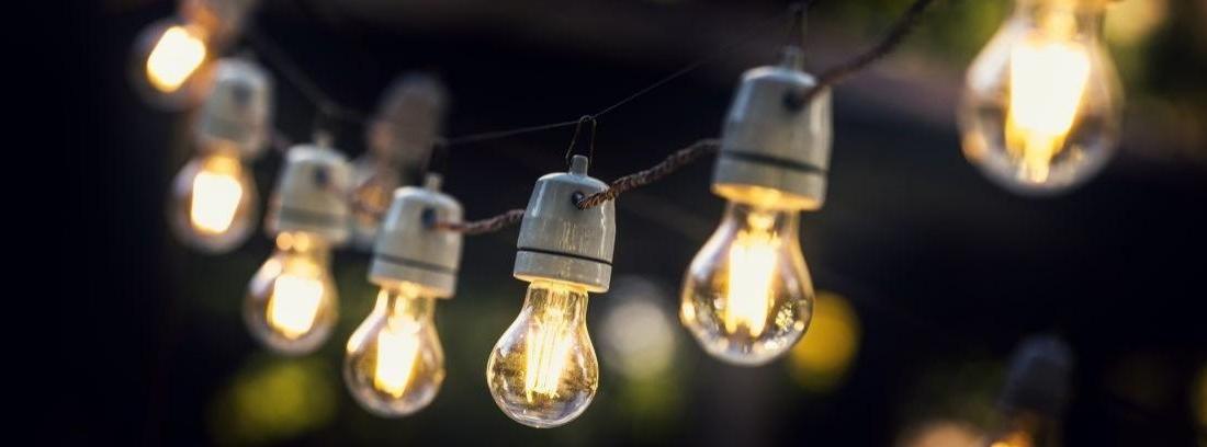 Guirnaldas de luces para decorar la terraza