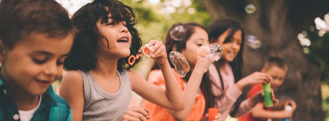 Juguetes de exterior para niños en verano