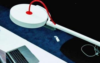 Lámpara de escritorio con tecnología LiFi