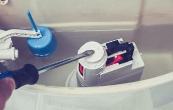 Pasos para desmontar una cisterna empotrada