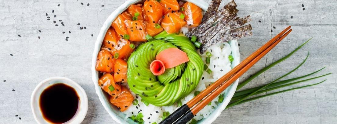 Los mejores ingredientes y bases para hacer poke bowl