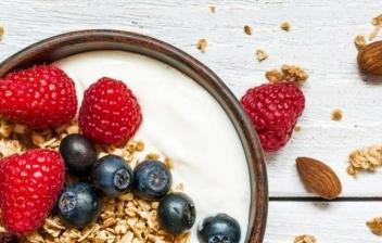 Bol de yogurt con frutas