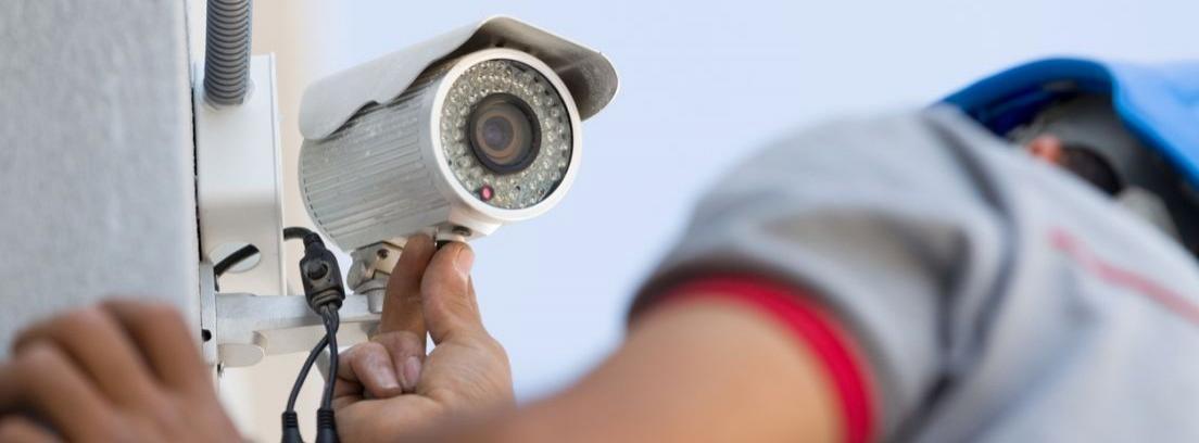 ¿Puede un propietario instalar cámaras de seguridad por su cuenta?