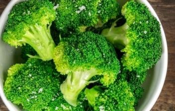 bol de brócoli