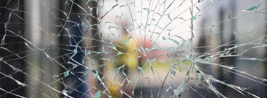 Arreglar grietas cerca de ventanas