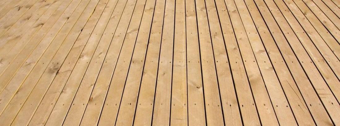 Suelo de madera que simula el parquet