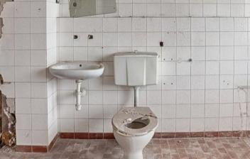 Cubrir agujero en azulejo