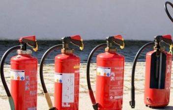 Diferentes extintores para incendios