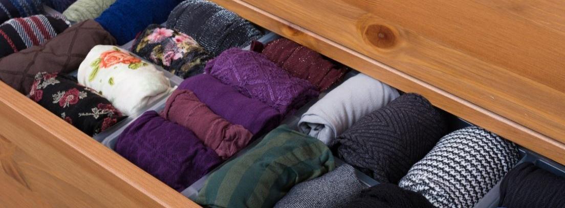 Un cajón con ropa