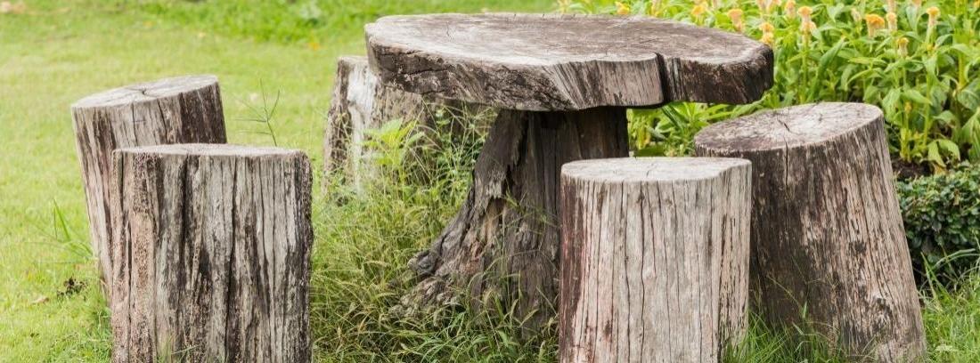 Decora tu jardín con troncos de árboles