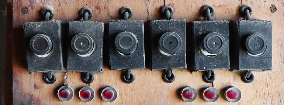 Diferencial eléctrico antiguo de pared