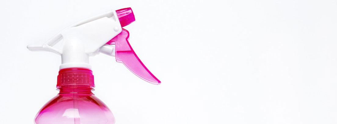 Bote rosa con pulverizador