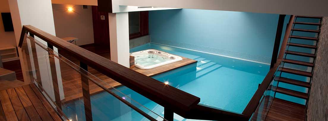Disfruta de las piscinas de interior