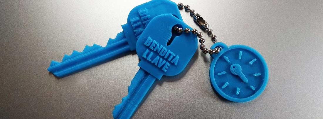 Juego de llaves impresas en 3D con el logo de Bendita llave