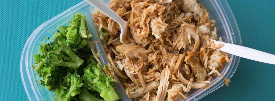 Tupper con verduras y pollo