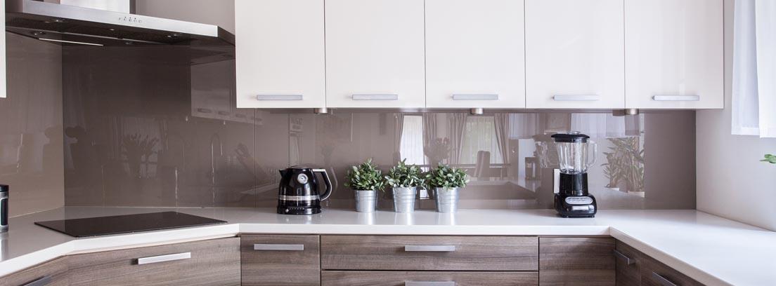 Las cocinas blancas modernas son atemporales y además son tendencia