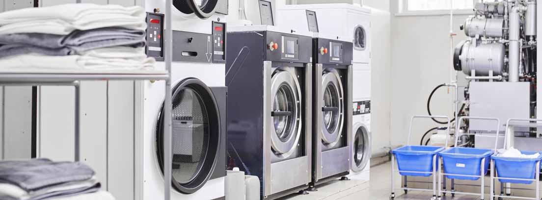 Lavandería con máquinas para efectuar lavado en seco