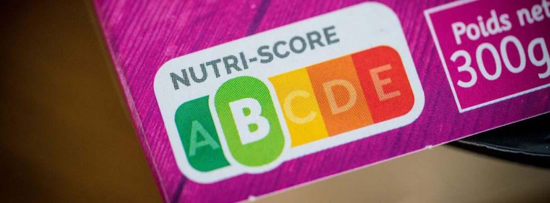 Etiquetado por colores Nutriscore en el envoltorio de un producto