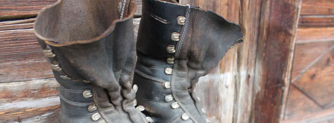Botas de cuero rotas