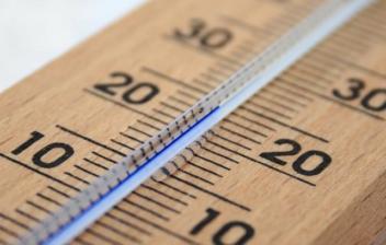 Termómetro de madera y mercurio