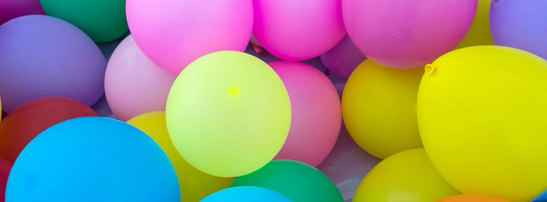 Globos de colores para juegos infantiles para cumpleaños