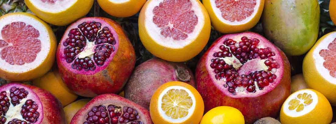 Granadas, limones, kiwis, pomelos y naranjas