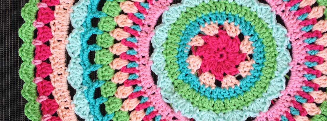 Crochet hecho con lanas de colores
